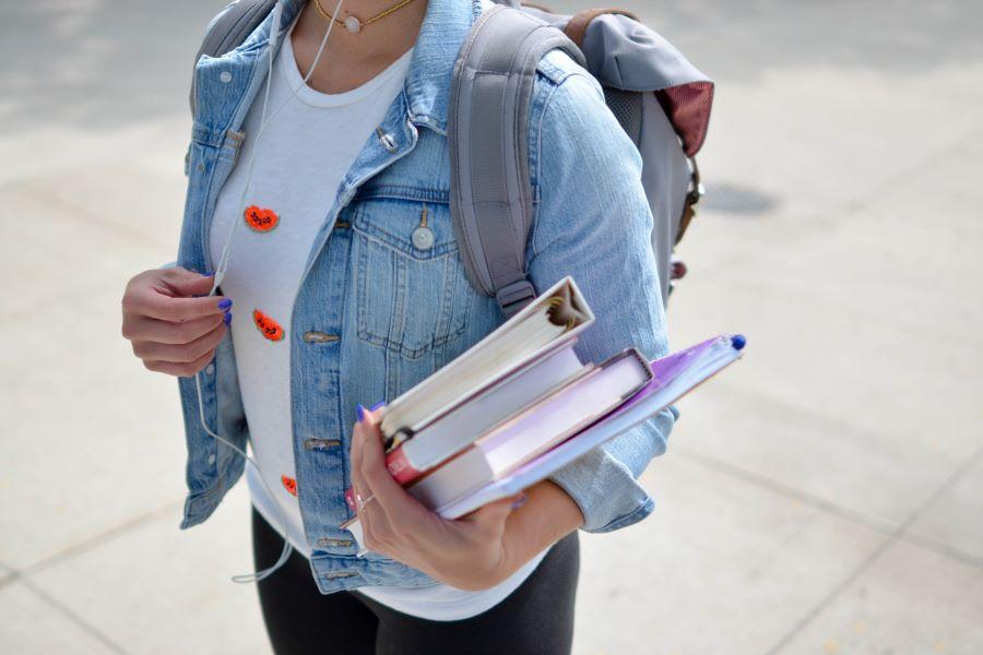 Écoles primaires et secondaires / Pas de gratuité pour les articles menstruels